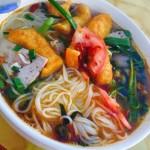 寒い日には暖かい麺!「ブンクアオク」ベトナム料理